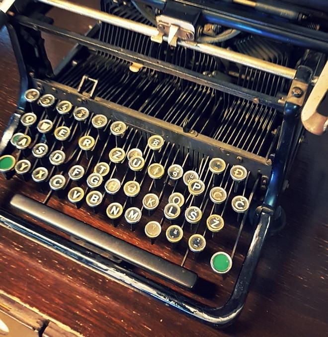 D life // pisaća mašina od Gibe, čudesne gljive, dani kruha, vunene lojtrice, Annie Hall, igranje šaha i nešto emocija...