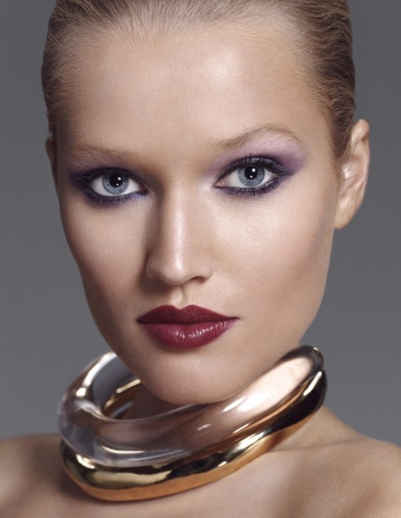 xToni-Garrn-by-Paola-Kudacki-for-Allure-Russia-November-2013-3-