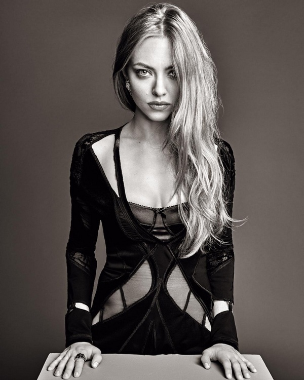 Amanda-Seyfried-Madame-Figaro-December-2015-Photoshoot07