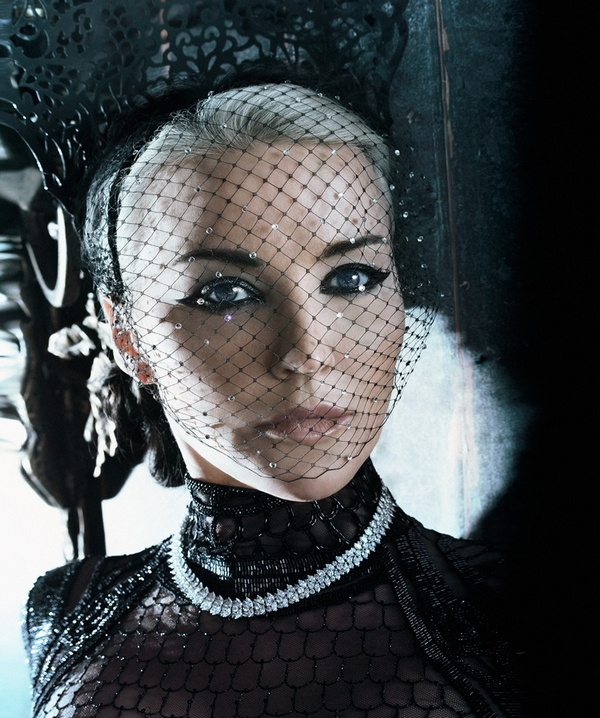 Daphne-Guinness-S-Moda-January-2016-Cover-Photoshoot08