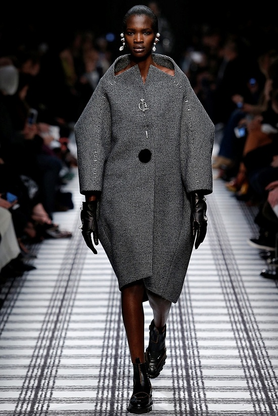 balenciaga-fall-winter-2015-runway01