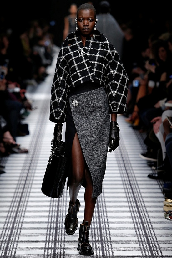 balenciaga-fall-winter-2015-runway02