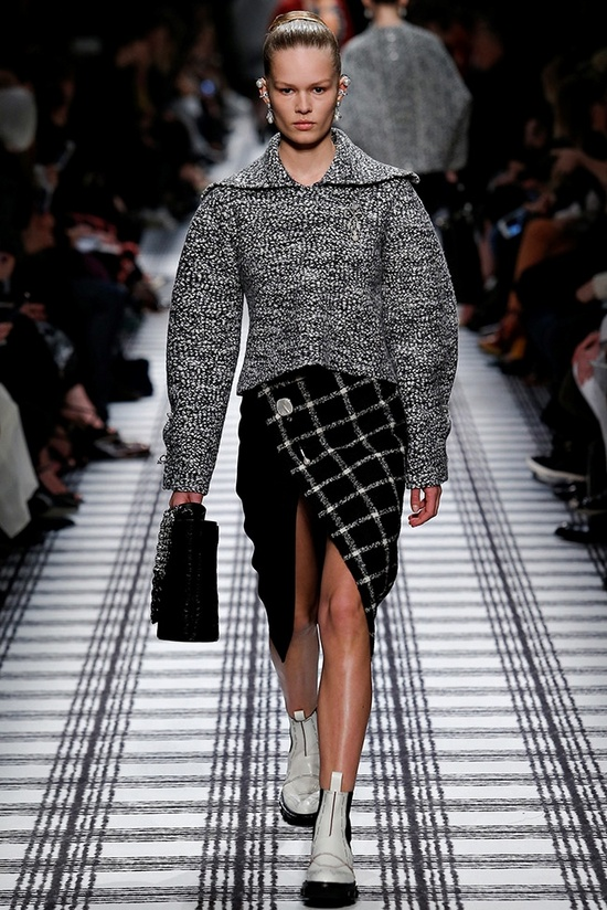 balenciaga-fall-winter-2015-runway07