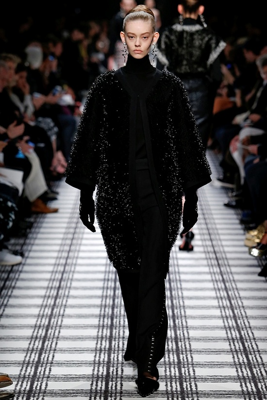 balenciaga-fall-winter-2015-runway12