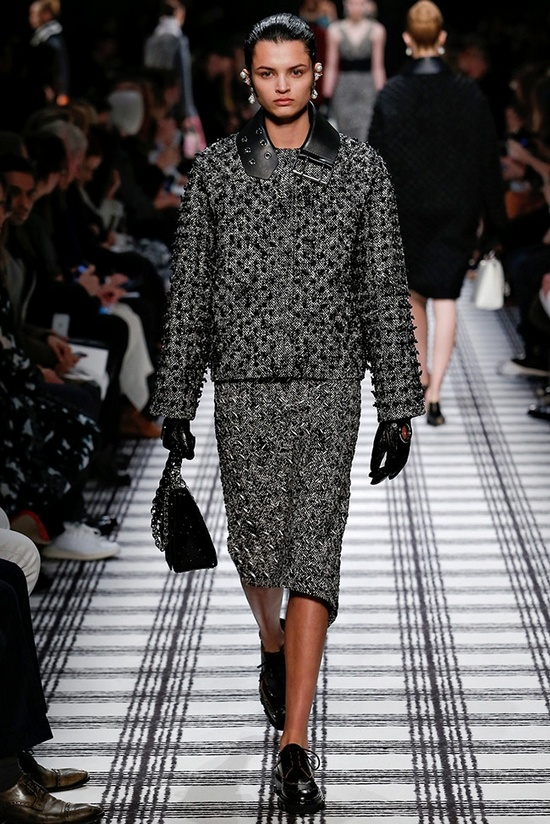 balenciaga-fall-winter-2015-runway24