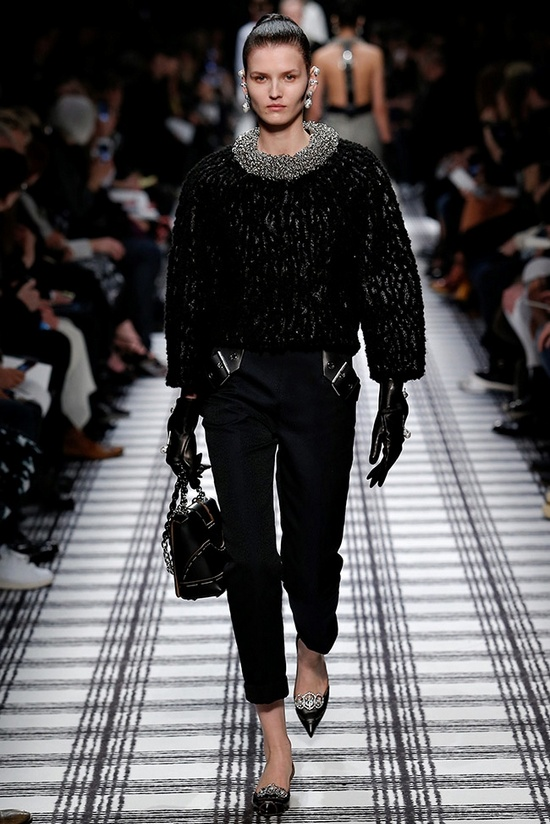 balenciaga-fall-winter-2015-runway28