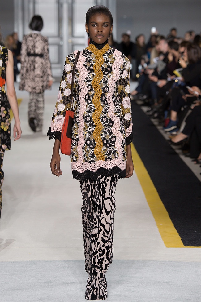 giambattista-valli-fall-winter-2015-runway37