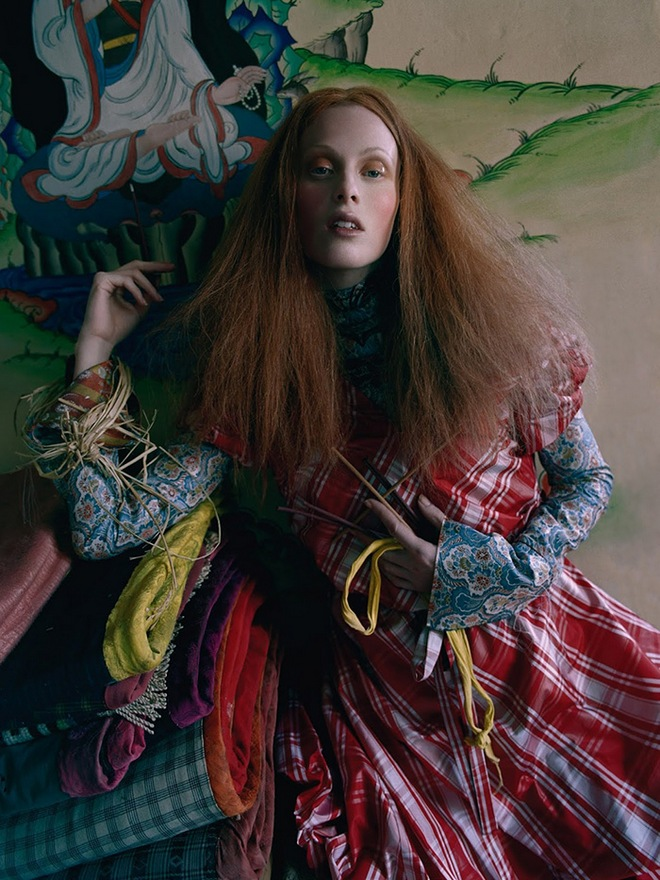 karen-elson-tim-walker-british-vogue-may-2015-03