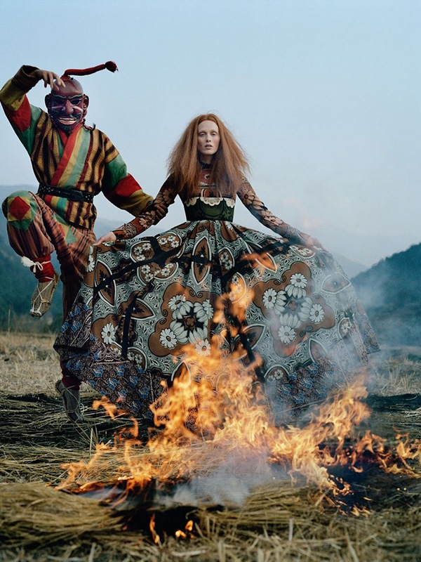 karen-elson-tim-walker-british-vogue-may-2015-04