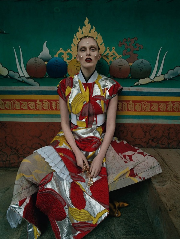 karen-elson-tim-walker-british-vogue-may-2015-05