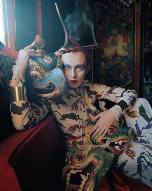 karen-elson-tim-walker-british-vogue-may-2015-09