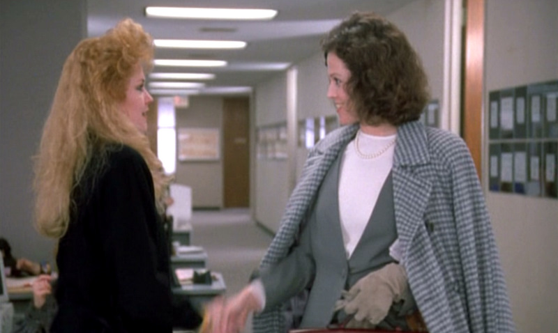 Working-Girl Melanie-Griffith-Sigourney-Weaver meeting-mid