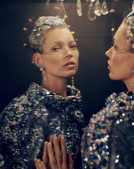 kate-moss-checking-out-vogue-april-2012-issue-1  oPt