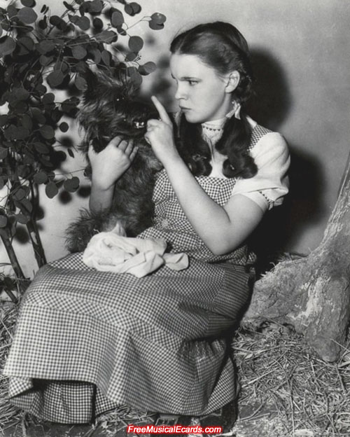 judy-garland-as-dorothy-behind-the-scenes-in-the-wizard-of-oz-1