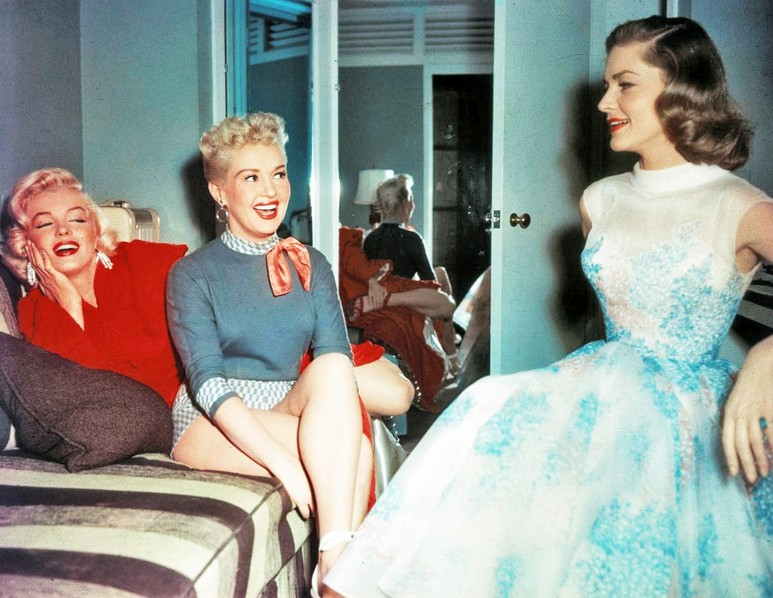 Marilyn-Monroe-Betty-Grable-and-Lauren-Bacall-on-the-set-of-How-To-Marry-A-Millionaire-1953