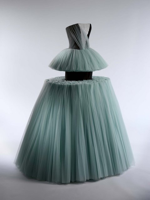 01-ball-gown-viktorrolf-spring-2010