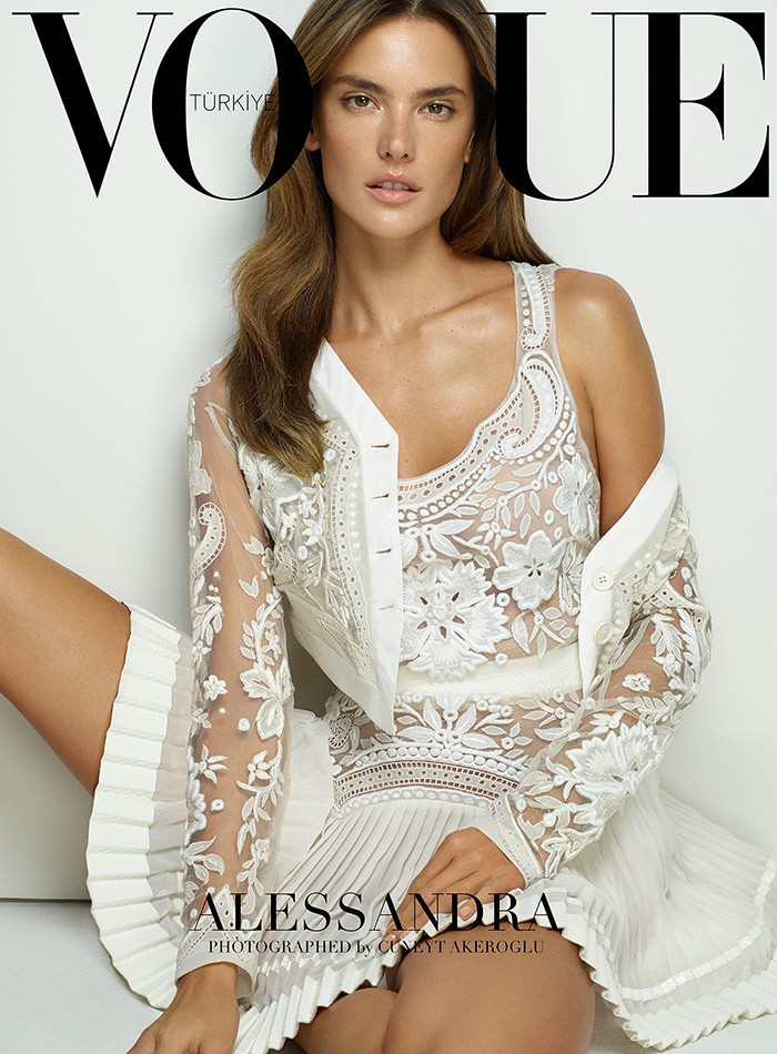 alessandra-ambrosio-vogue-turkey-march-2015-cover