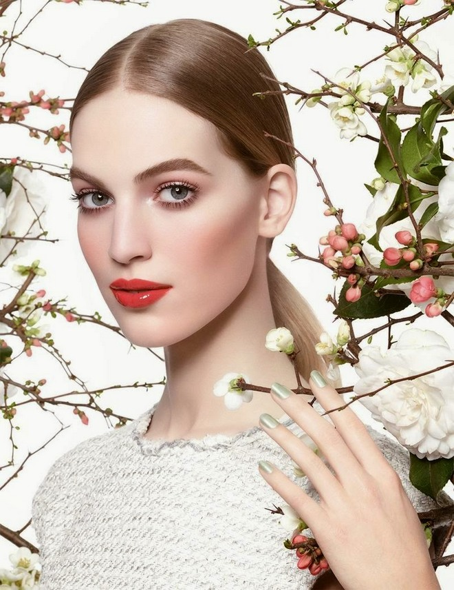 Advertising-Campaign-Chanel-Beauty-Spring-2015-Featuring-Vanessa-Axente-02