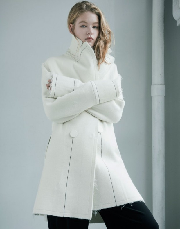 hollie-may-saker-by-matthew-priestley-for-w-magazine-november-2015-5-620x788