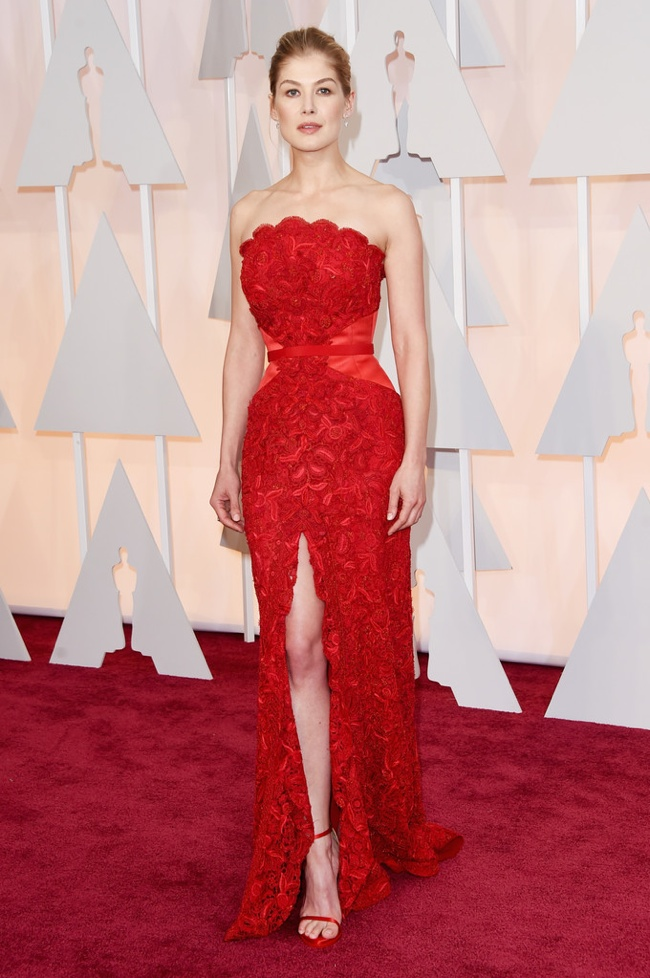 rosamund pike red givenchy dress oscars 2015