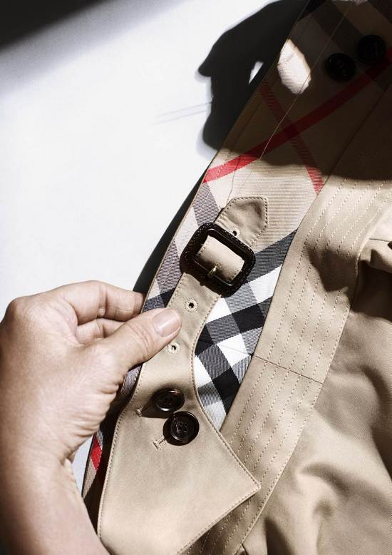 THE BURBERRY TRENCH COAT CRAFTSMANSHIP 023