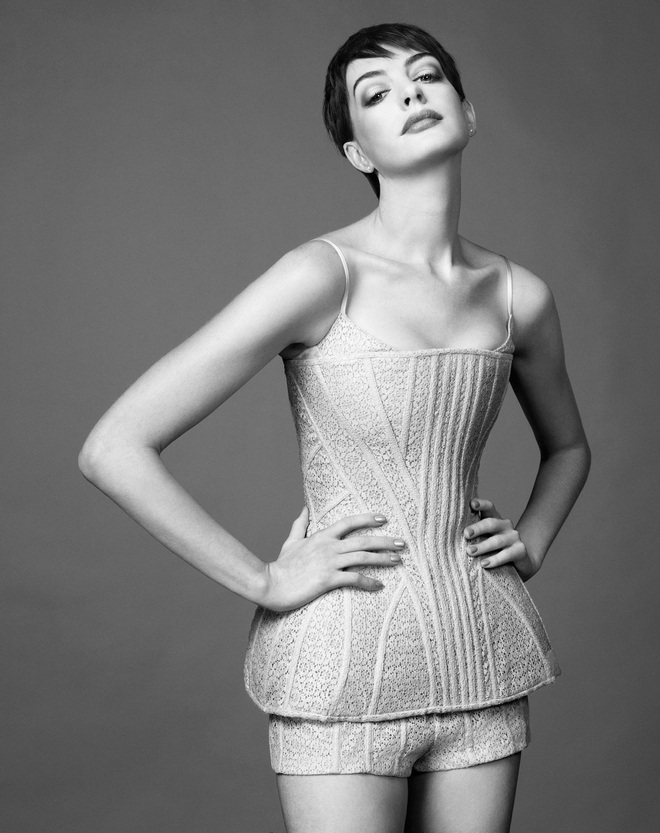 Anne-Hathaway-Harpers-Bazaar-UK-Magazine-Photoshoot-2012-2