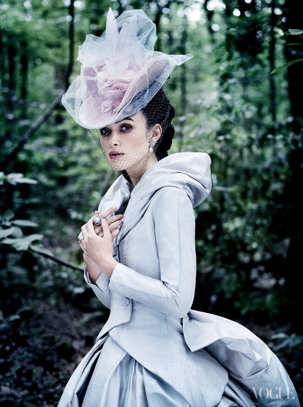keira-in-ak-costume-for-vogue-oct-2012-anna-karenina-by-joe-wright-32226247-895-12002