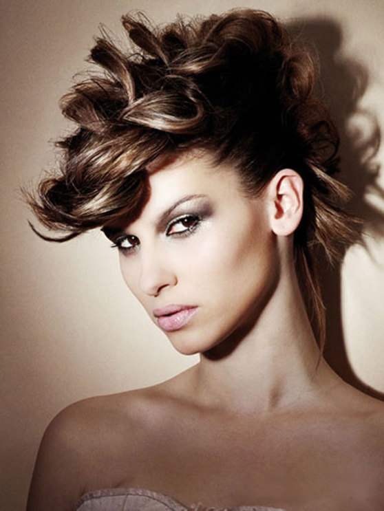 unique-hairstyles-mohawk-style-558x743