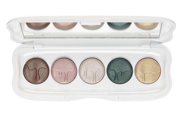 ess little x-mas factory eyeshadow palette opend