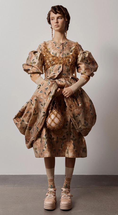 KAO S DVORA // za ljubiteljice serije BRIDGERTON stiže super kolekcija - H&M X SIMONE ROCHA