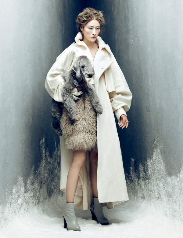 Lee Hyun Yi by Choi Yong Bin Frozen Moments - Harpers Bazaar Korea January 2014 2