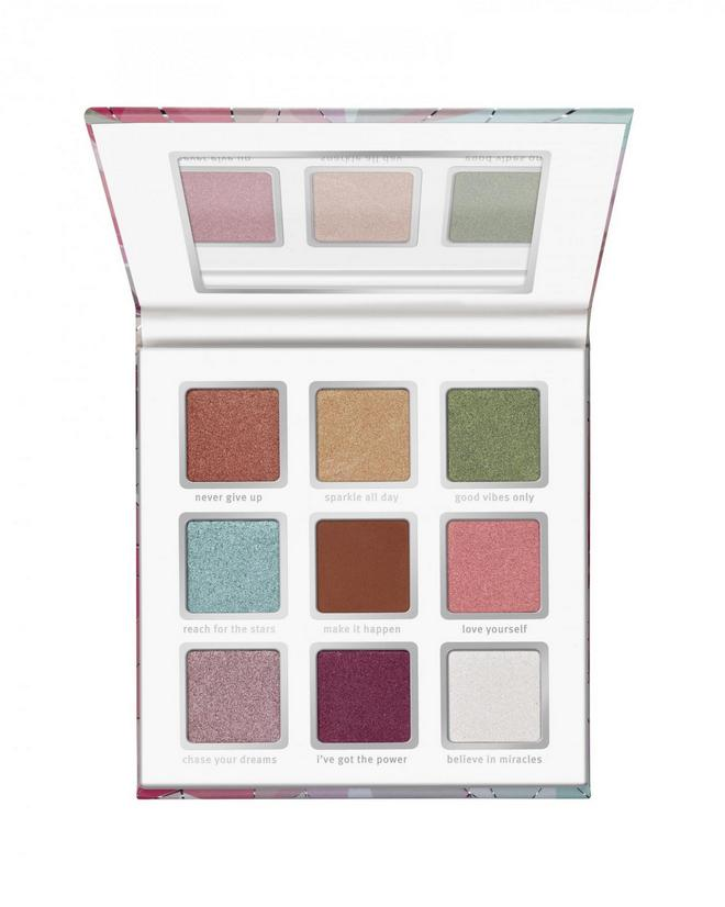 4059729226921 essence crystal power eyeshadow palette Image Front View Closed jpg